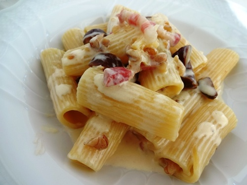 Rigatoni di castagne,noci e pancetta.jpg